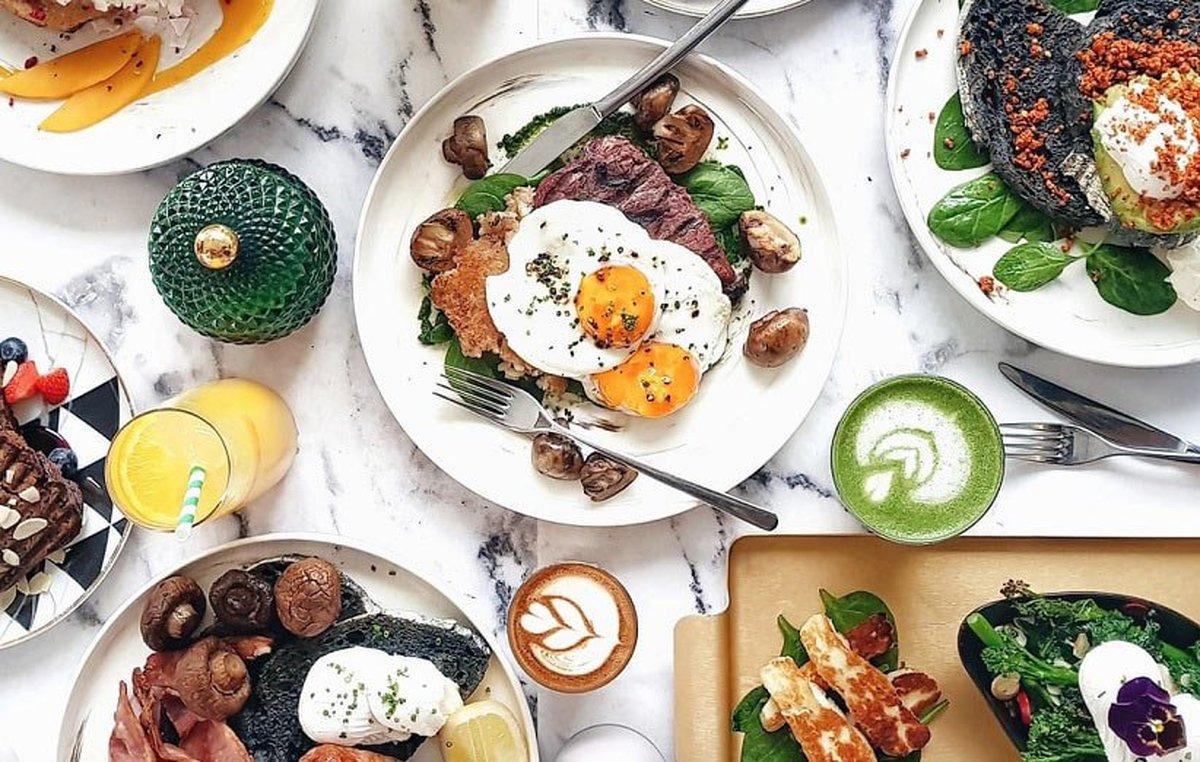 ۱۰ مادهی غذایی که هرگز نباید صبحها بخورید (و ۹ صبحانهی سالم)
