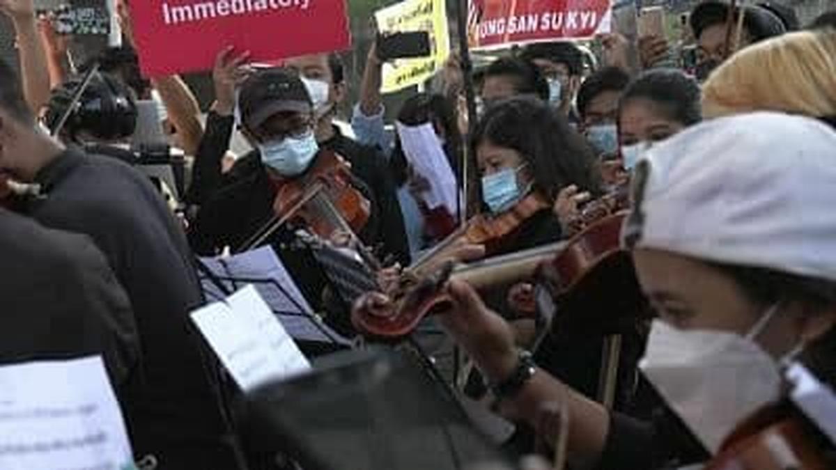 روش هنری اعتراض   ارکستر خیابانی معترضان در میانمار