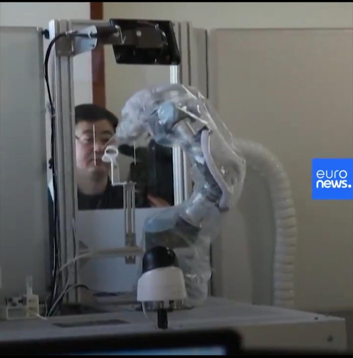 چین؛ ربات نمونهگیر برای تست کرونا هم رسید + ویدئو