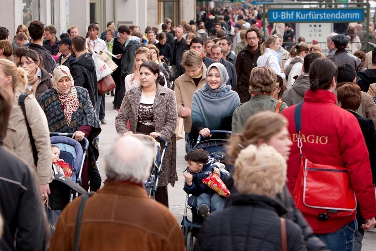 مسلمانان چند درصد جمعیت اروپا را شامل می شوند؟