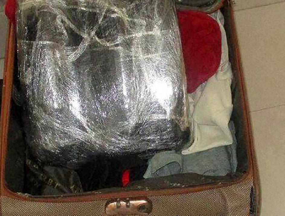 دستگیری مسافر رشتی که 10 کیلوگرم تریاک حمل می کرد