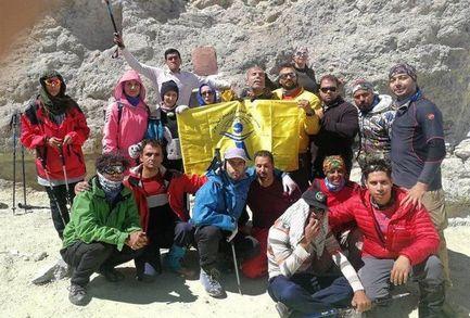 8 کوهنورد نابینا موفق به فتح قله دماوند شدند