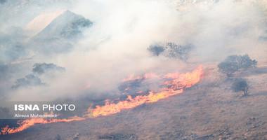 تلاش نیروها برای مهار آتش سوزی خائیز