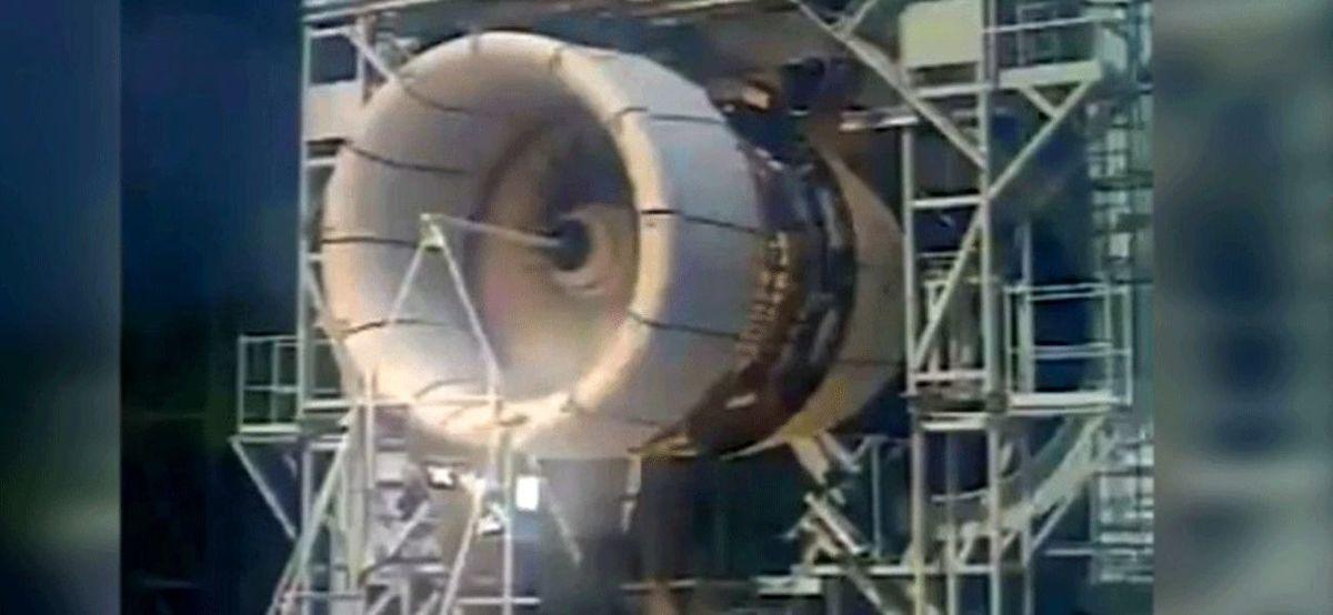 یک پرنده موتور هواپیما را نابود کرد + فیلم