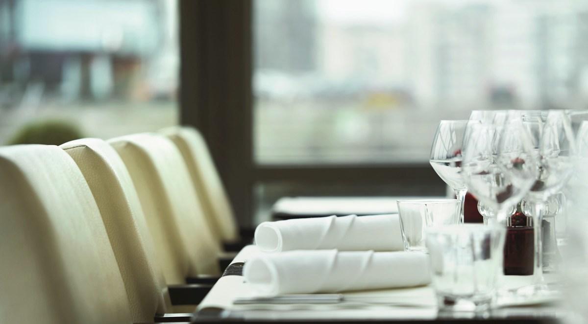 تحقیقات  اگر می خواهید کرونا نگیرید رستوران نروید!