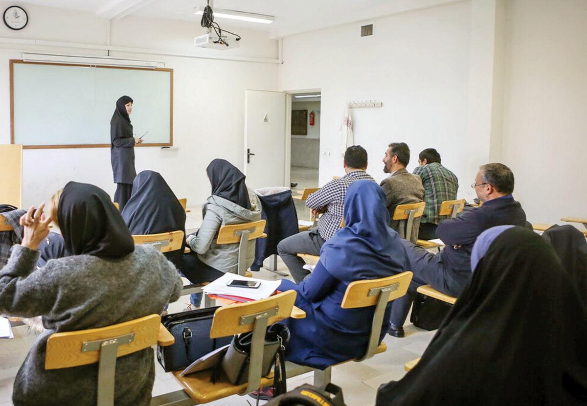 معاون وزیر علوم: کلاسهای حضوری تا تکمیل شدن واکسیناسیون دانشجویان منتفی شد