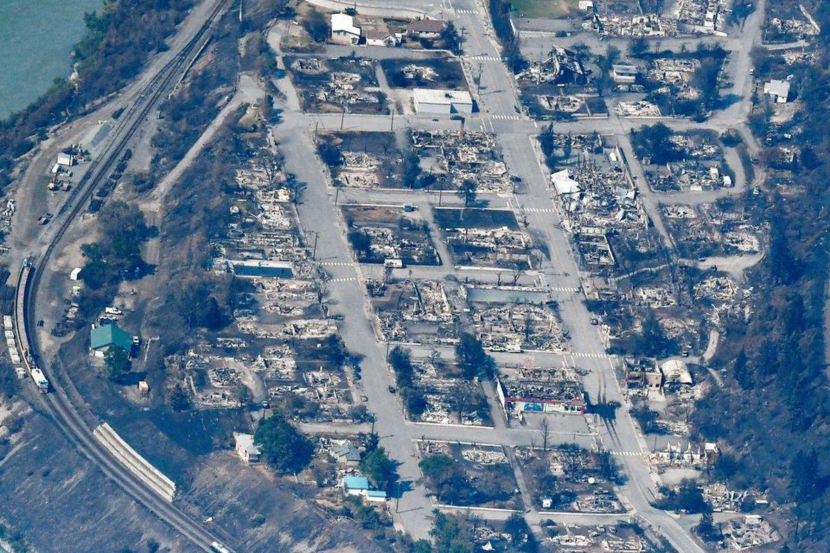 بقایای شهر سوخته در کانادا به دلیل هجوم گرما + عکس