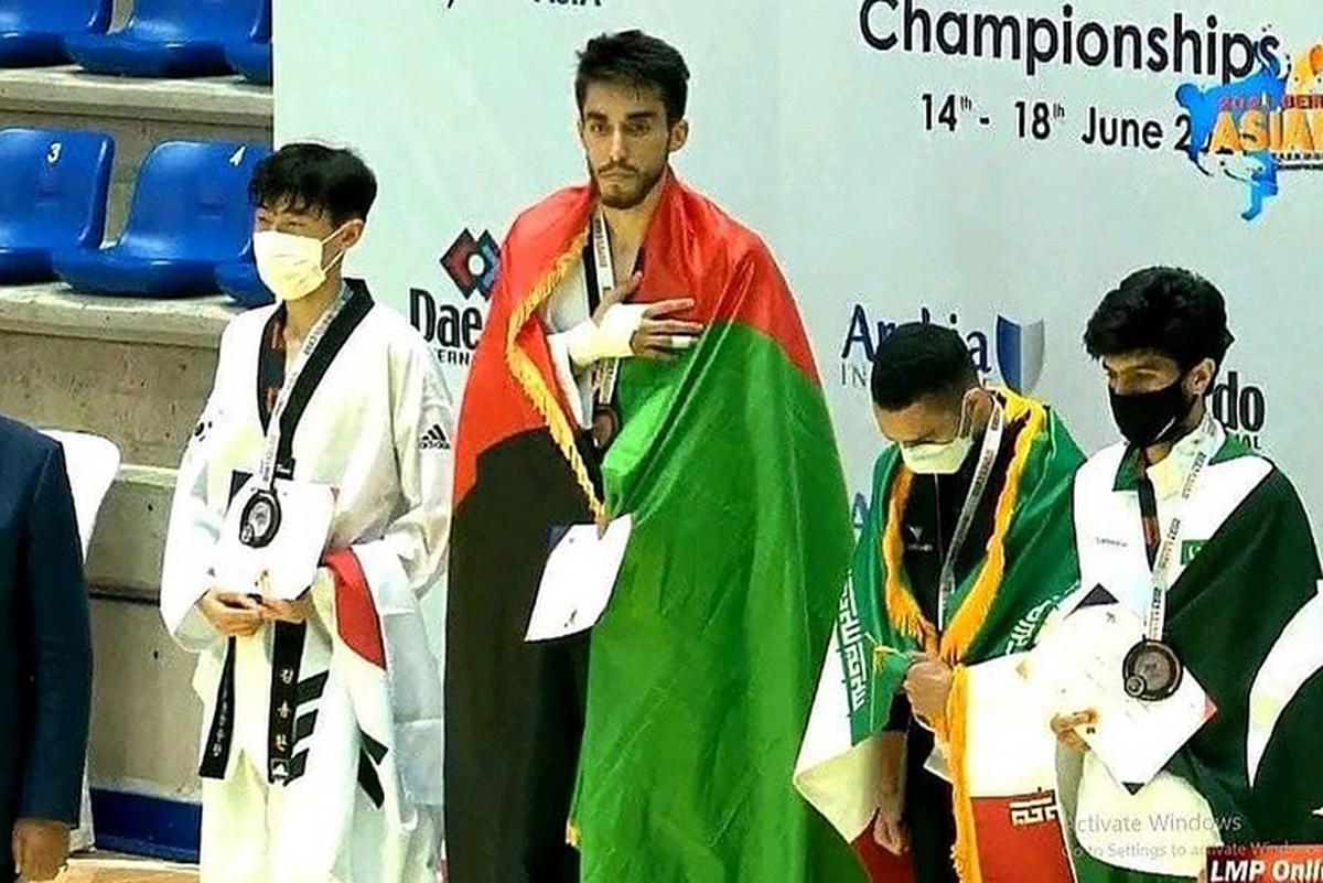 مدال طلای قهرمانی آسیا برگردن محسن رضایی تکواندوکار افغانستانی