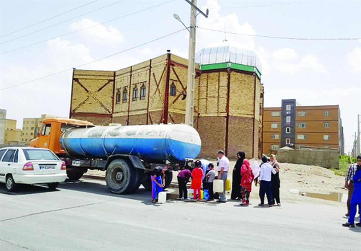 آبشور هم نیست | بسیاری از محلههای زاهدان در دمای بالای ٤٠درجه آب ندارند