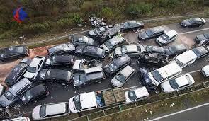 تصادف زنجیره ای  |  ۱۱ دستگاه خودرو در جاده مشهد به گلبهار با هم برخورد کردند.