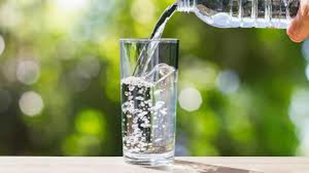 در این مواقع آب ننوشید  |  اول صبح یک لیوان آب با لیمو میل کنید