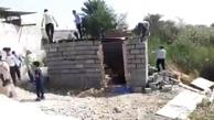 تخریب آلونک یک زن سرپرست خانوار در بندرعباس به دست ماموران شهرداری + ویدئو