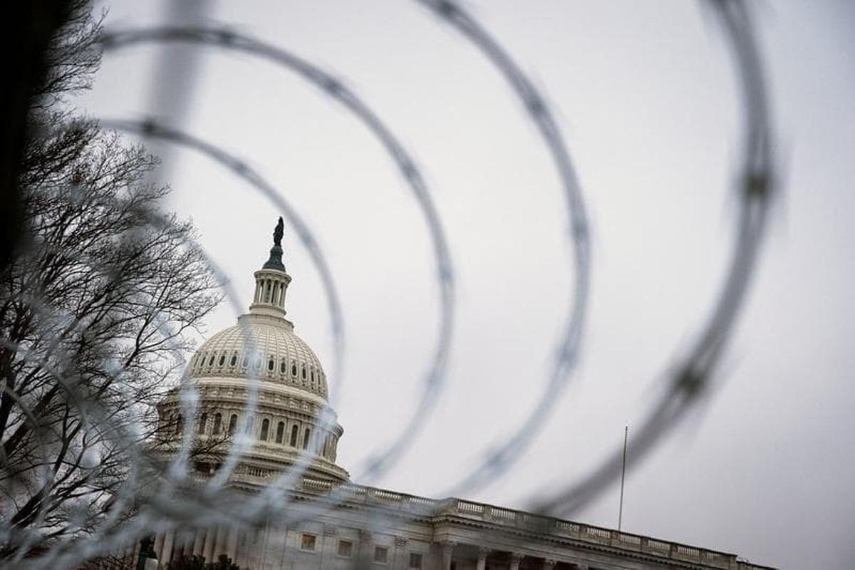 کنگره آمریکا همچنان در حصار سیمهای خاردار نیروهای گارد ملی در صحنه میمانند