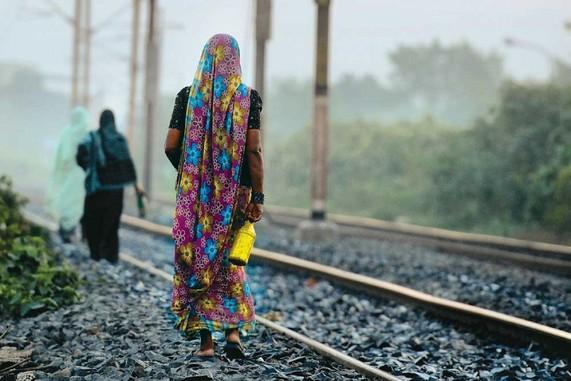 بحران دستشویی در هند؛ از ترس زنان و دختران از تجاوز تا قتل طبقات «نجس»