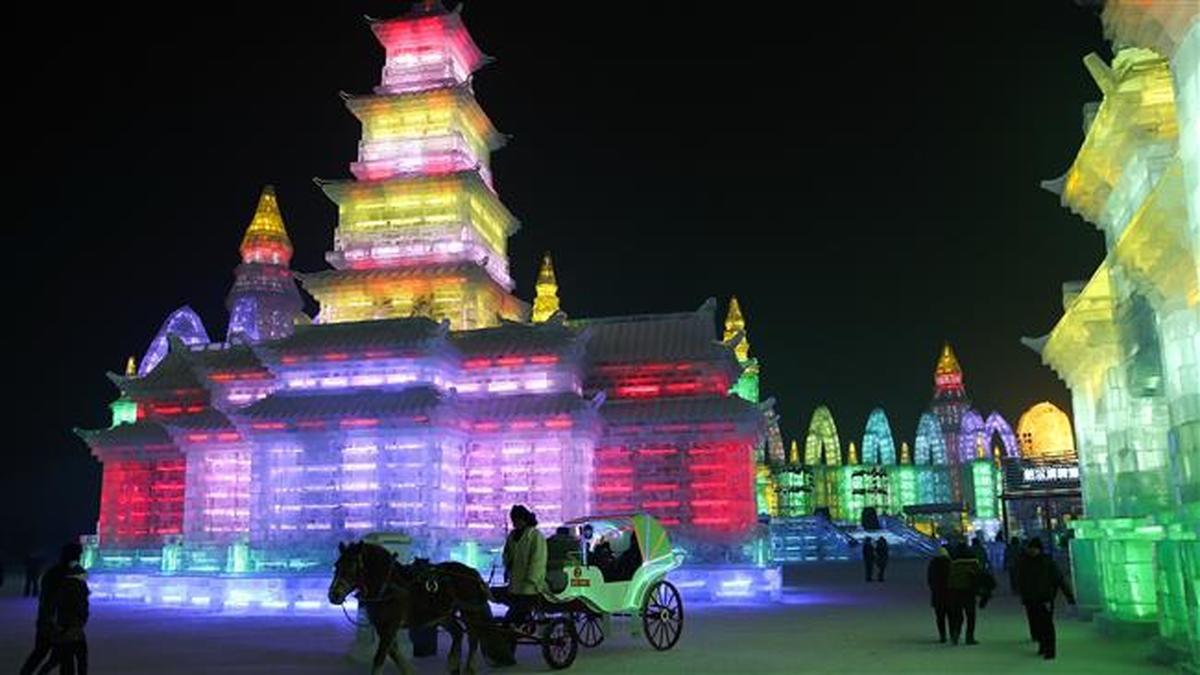 برگزاری جشنوارۀ بینالمللی سازههای یخی و برفی در چین