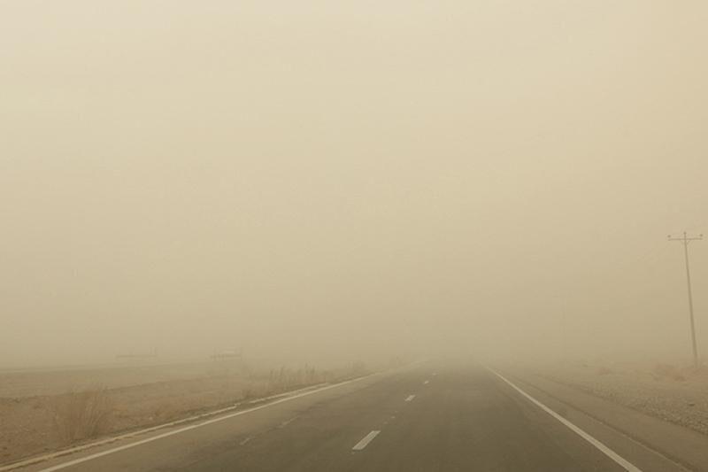 گرد و غبار  |  راه ارتباطی ۹۰ روستای ریگان بسته شد