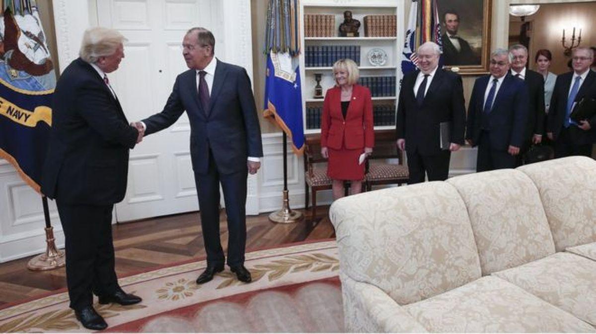 جاسوس آمریکایی که از میز پوتین عکس میگرفت از روسیه خارج شد