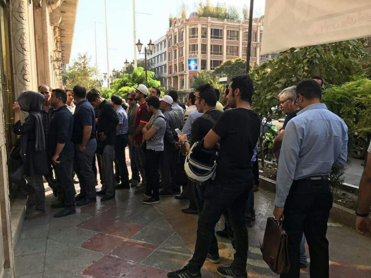 """از تنش در بازار ارز تا نوشته کُد دار مشاور روحانی درباره """"بحران اردیبهشت"""""""