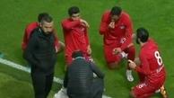 افطار بازیکنان فوتبال در جریان مسابقه + ویدئو