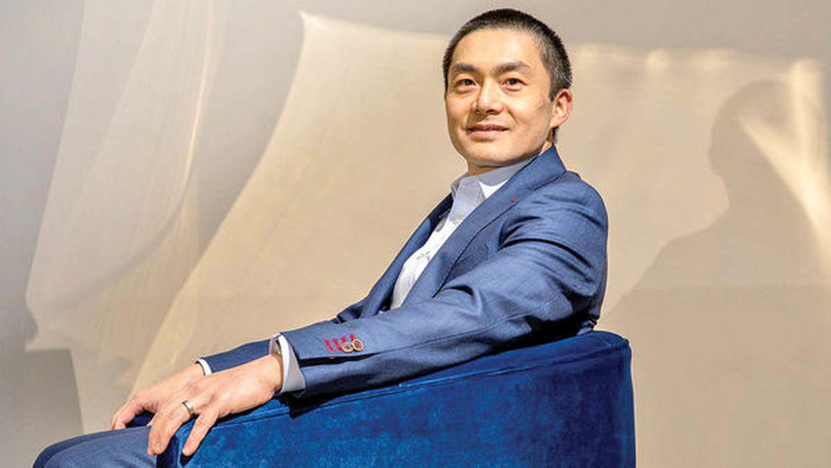 مردی با انگشتان طلایی سرمایهگذار برتر ۲۰۲۰