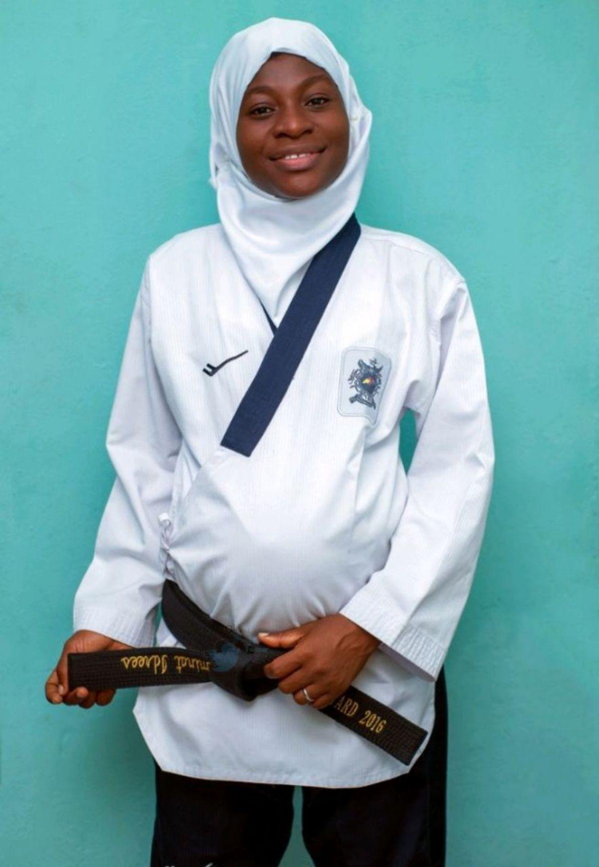 تکواندوکار نیجریه ای ۸ ماهه باردار بود، مسابقه داد، طلا هم گرفت! + ویدئو