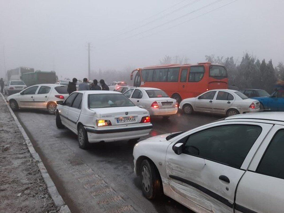 طوفان گرد و خاک | تصادف زنجیره ای ۲۰ خودرو  کنارگذر شرق اصفهان