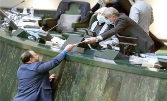 تبدیل لایحه بودجه به طرح مجلس، نشان دهنده اِشکال دولت است | دلایل ادعای فروپاشی با اجرای لایحه بودجه، بیان شود |  اعتماد مردم به دولت روحانی از بین رفته است