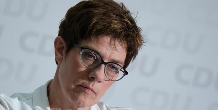 آمریکا | مکرون و وزیر دفاع آلمان از یکدیگر انتقادکردند