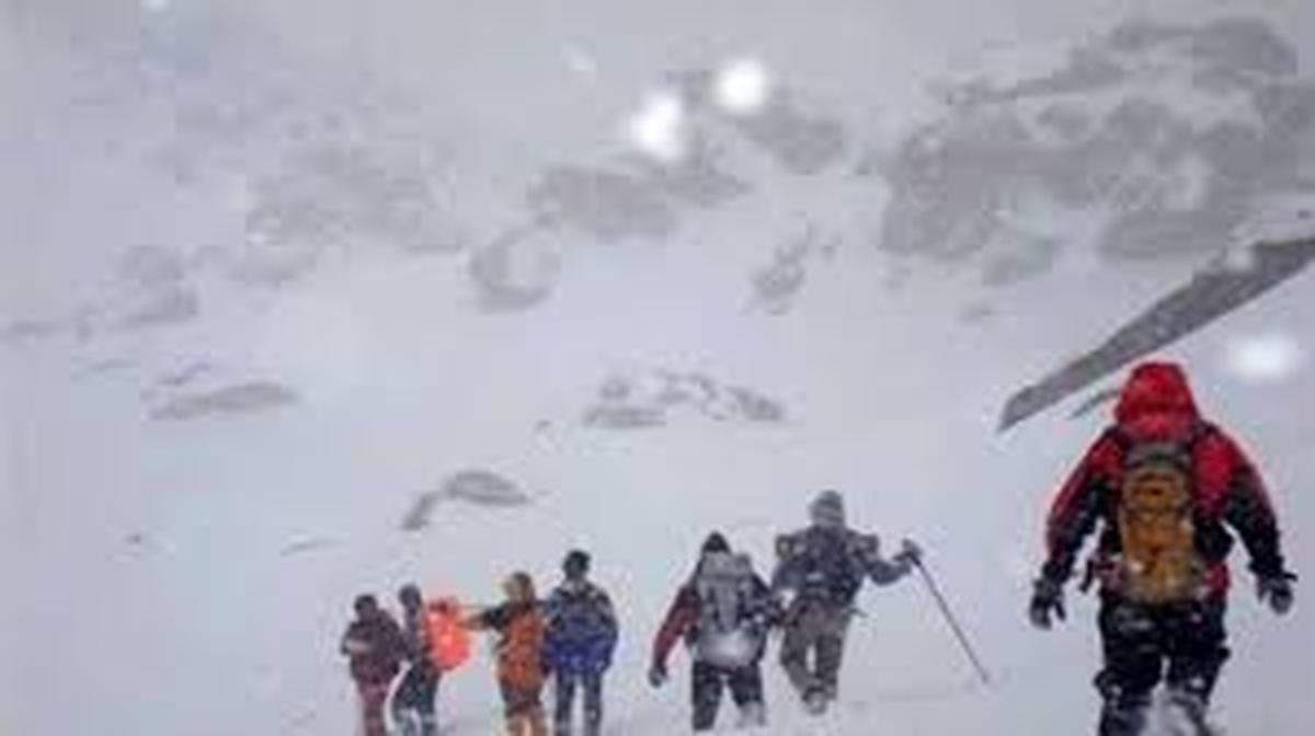 ارتفاعات اشترانکوه لرستان |  5 کوهنورد گم شده نجات پیداکردند