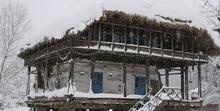 سنگینی برف بر خانههای تاریخی گیلان