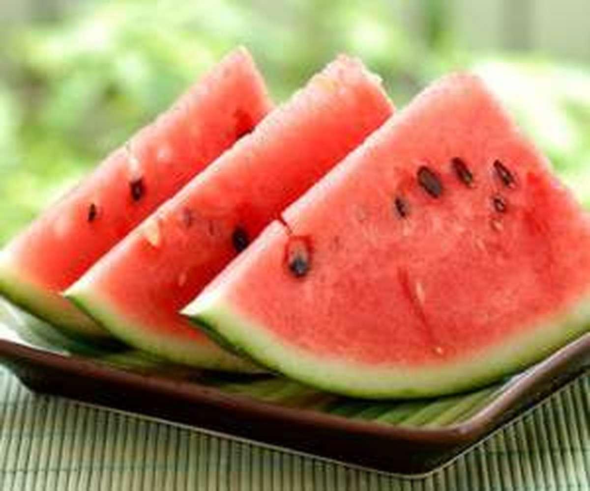 برای برخی افراد،  مصرف هندوانه مجاز نیست
