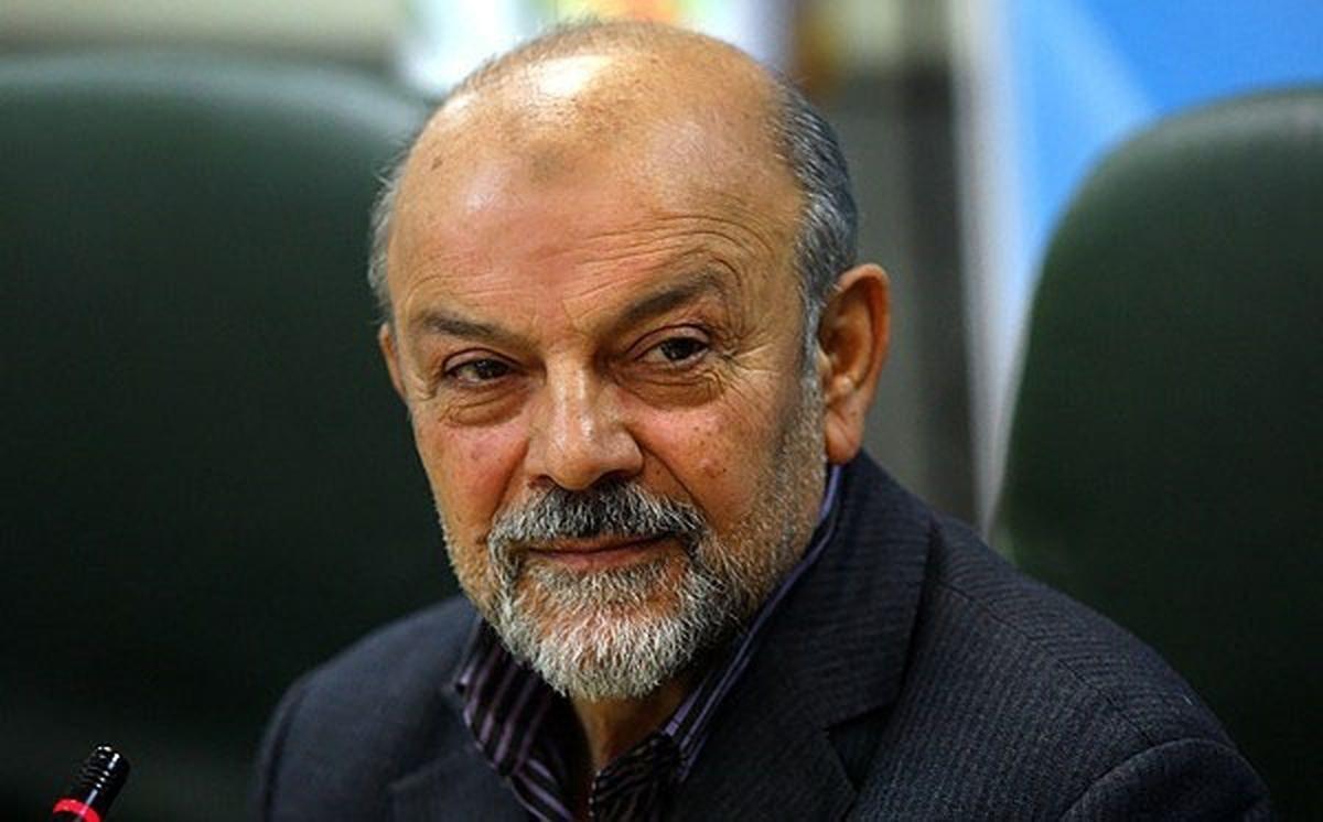 عیادت عیناللهی از وزیر اسبق بهداشت که از چال آسانسور بیمارستان طب سنتی سقوط کرد