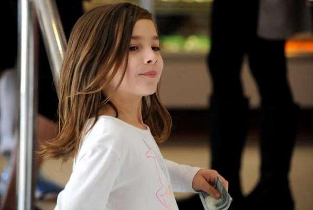 تشنج  | دختر ۷ باتجارت کوچک هزینههای جراحی مغز خود را تأمین کرد