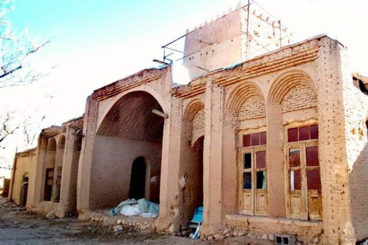 اسلامی ندوشن خانه ده هزار متری پدری خود را اهدا کرد.