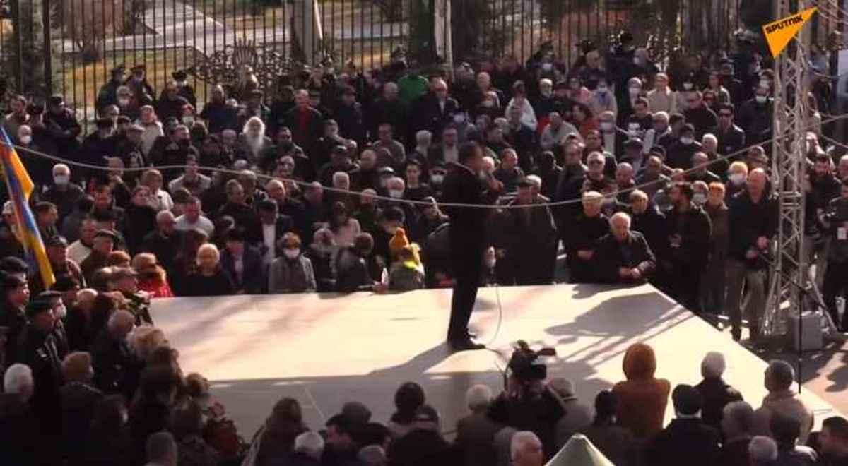 قانون اساسی | حمله مخالفان نخست وزیر ارمنستان به یک ساختمان دولتی در ایروان