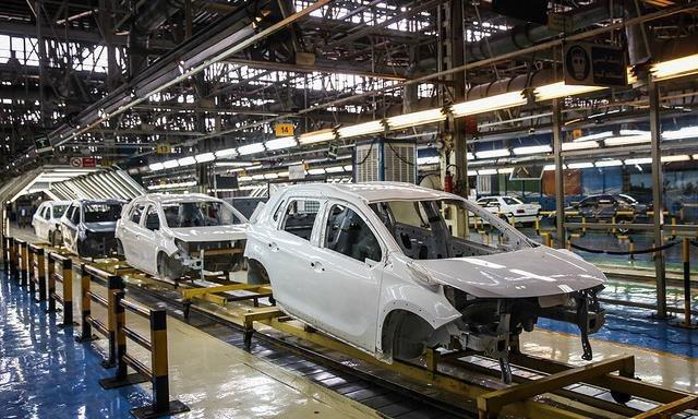هبه زیانساز احمدینژاد    چه شد که تحقیقوتفحص در صنعت خودرو کلید خورد؟
