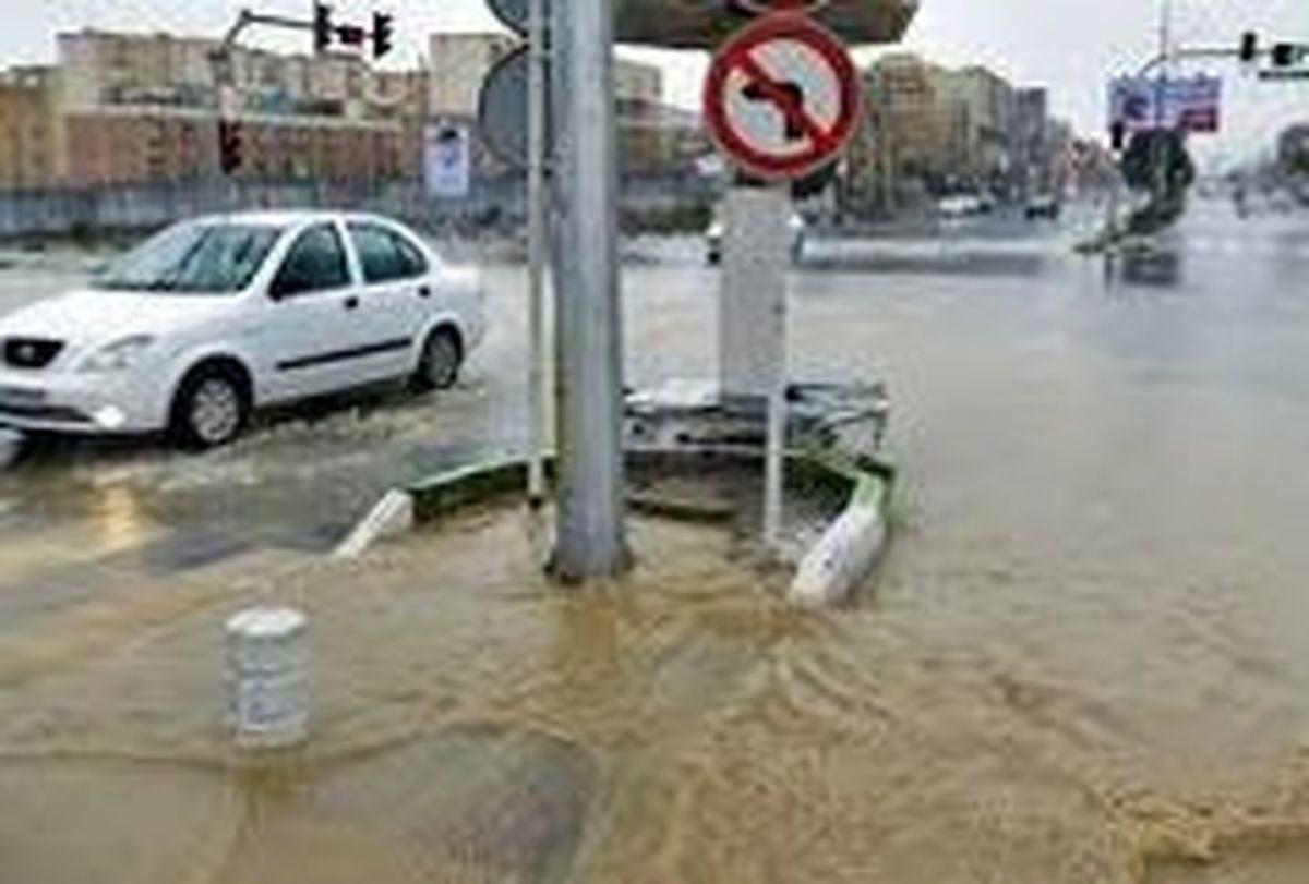 ادامه بارش ها برای امشب و فردا  / آبگرفتگی معابر و مسیل ها در تهران