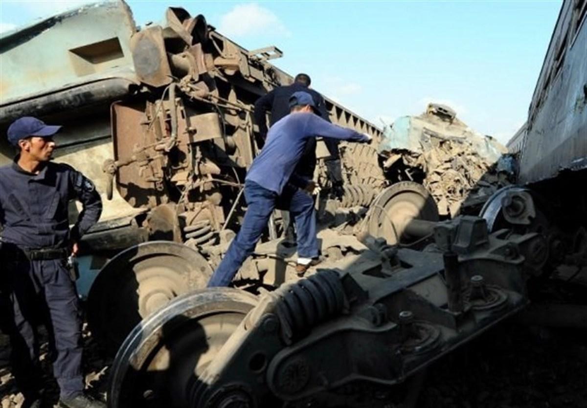 بیاحتیاطی سوزنبان در قزوین حادثه آفرید  |  برخورد قطار مسافری و باری