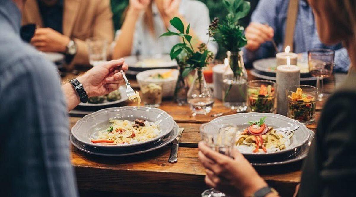 عادت به «خوردن » در مکان های عمومی