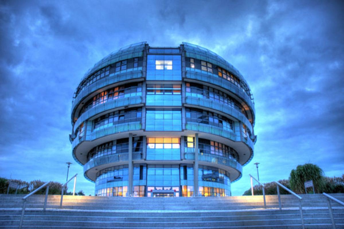 بزرگترین بیمارستان مغز و اعصاب جهان و پروژه سمبل سازی از دکتر سمیعی!