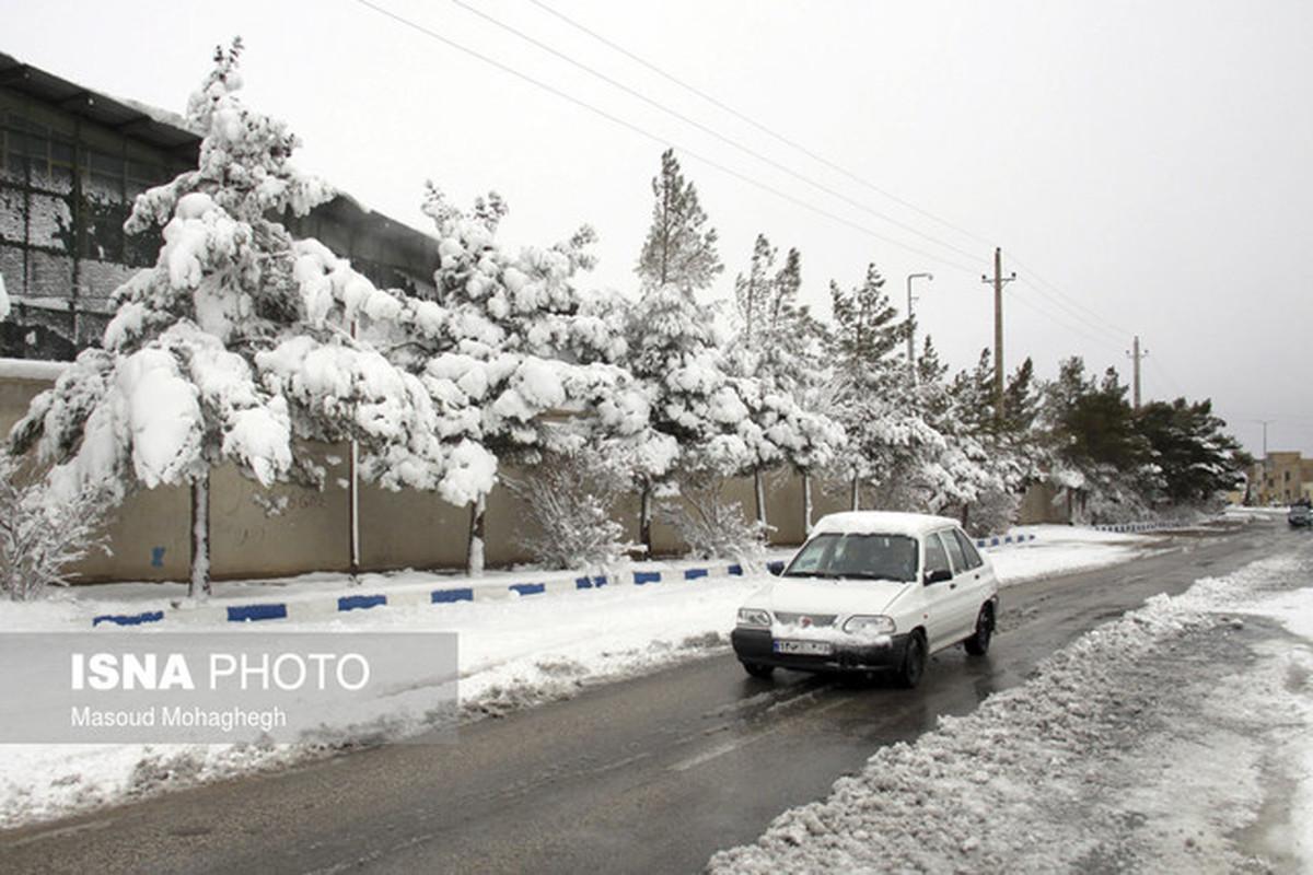 کاهش محسوس دما و احتمال ریزش بهمن در جادههای کوهستانی