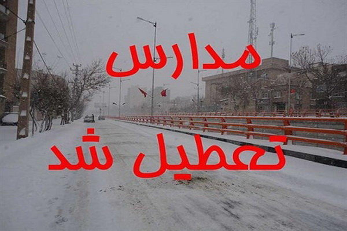 بارش برف بهاری مدارس برخی شهرستانهای استان اردبیل را تعطیل کرد