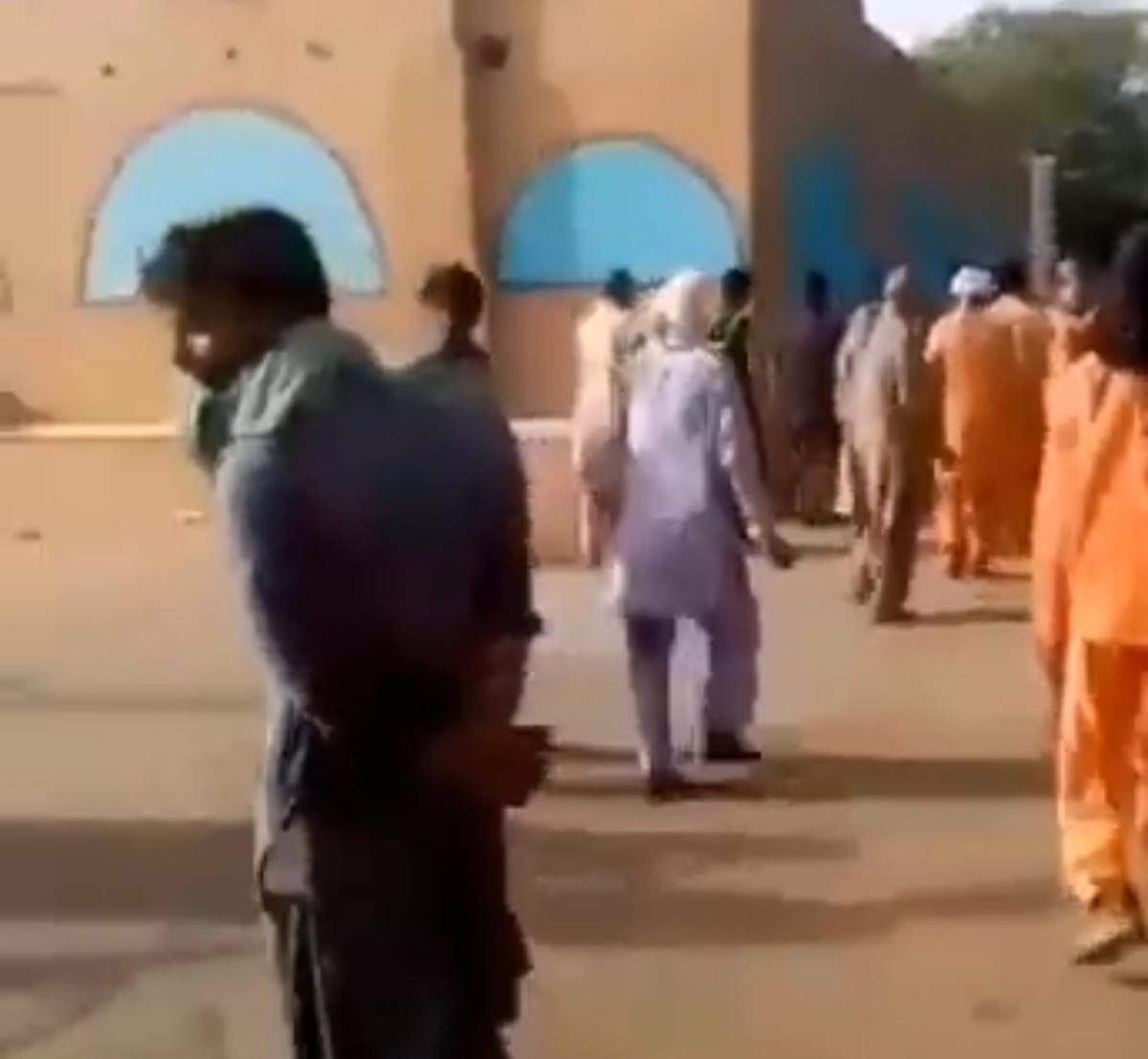 تجمع اعتراضی پاکبانان شهرداری چابهار به دلیل عدم پرداخت مطالبات مزدیشان + ویدئو