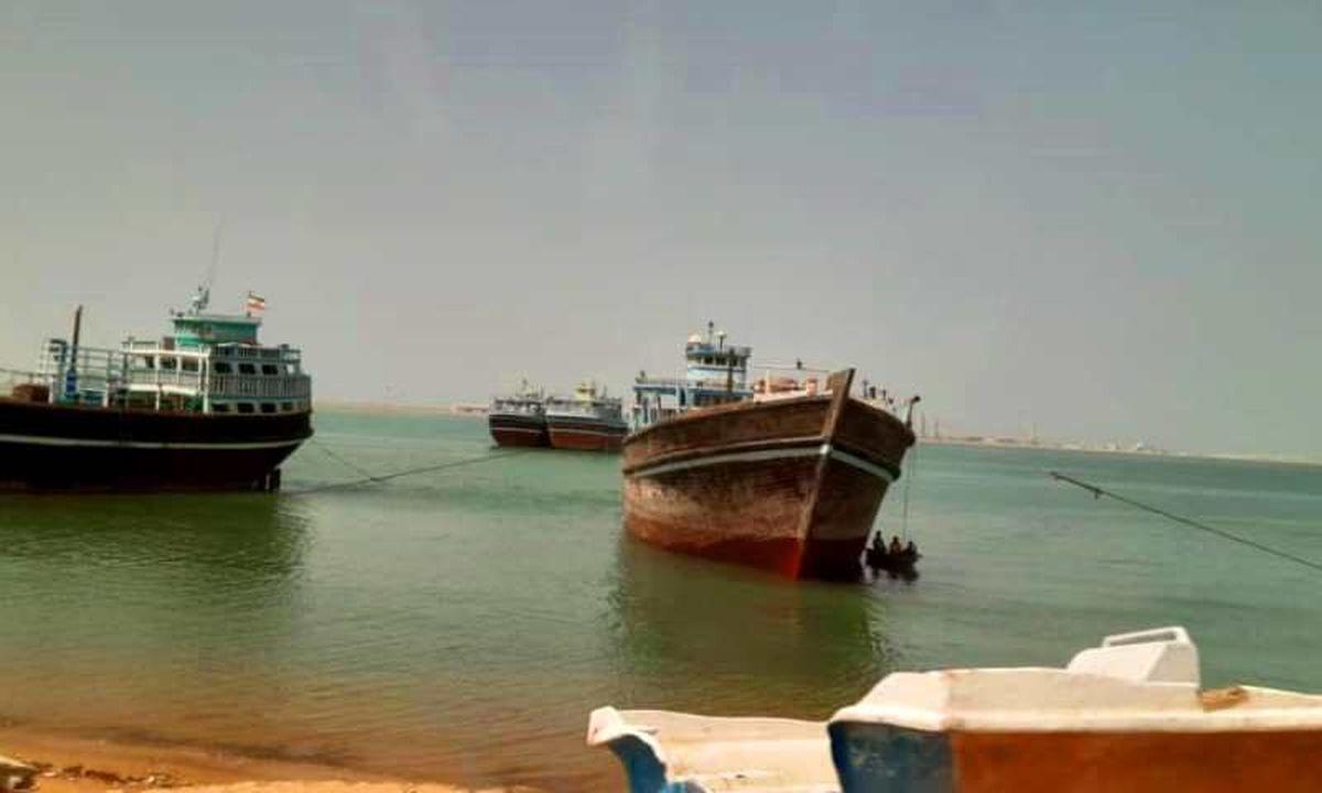 قایق صیادی  بدلیل نقض فنی در خلیج چابهارگرفتار شد