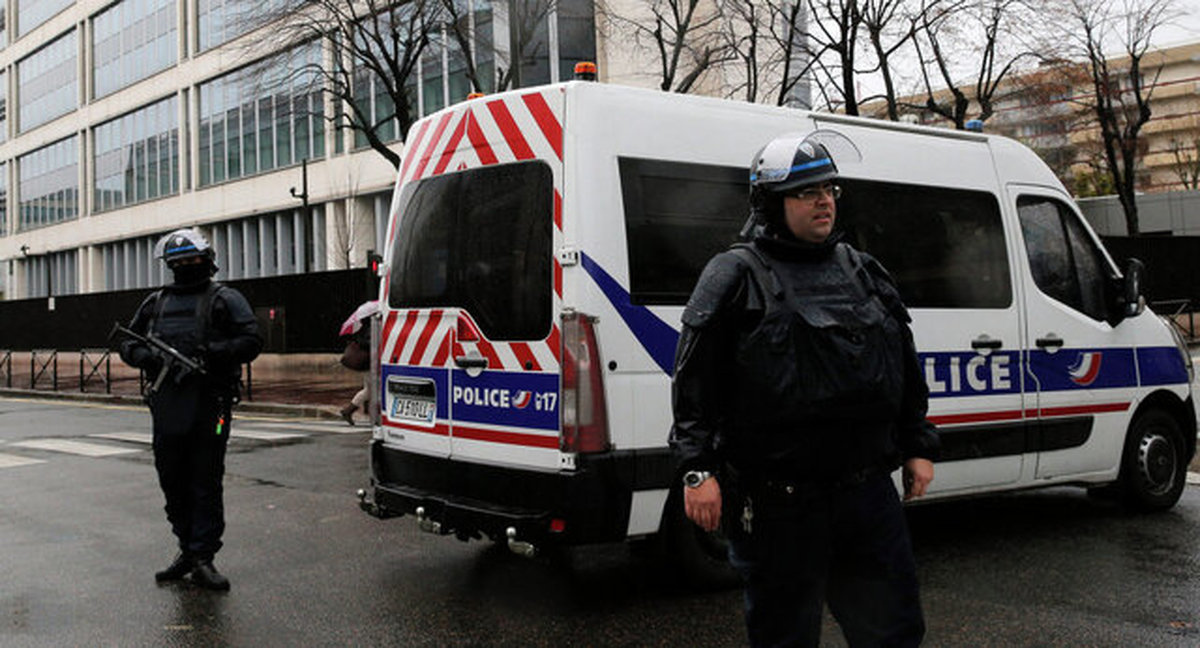 دادگاه فرانسه دولت را به دلیل رفتار «ناشایست» پلیس با دانشآموزان رنگینپوست جریمه کرد