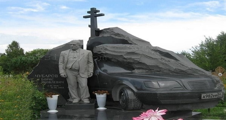 سنگ قبر عجیب میلیاردر روس!