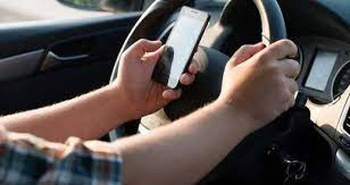 خطر استفاده از موبایل در هنگام رانندگی +تصاویر