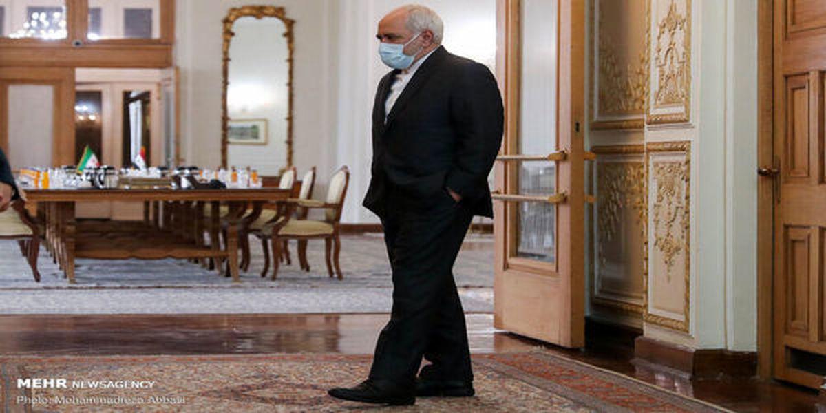 کیهان: ظریف با دستور دولت دست به خود سوزی زد !