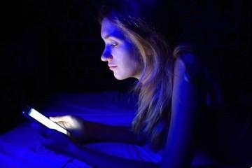 نور آبی خواب را مختل می کند