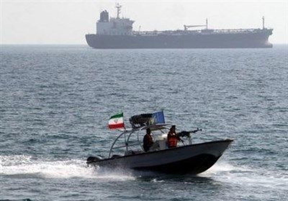 شلیک هشدار کشتی آمریکایی به قایق های سپاه